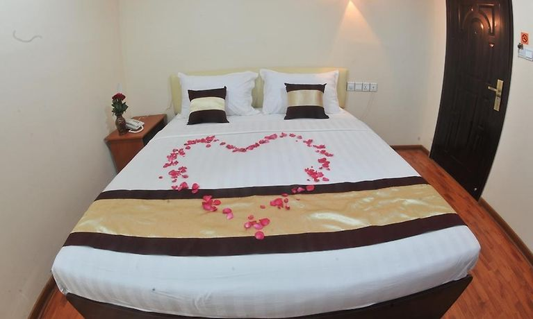 APARTMENT MYINT MYAT GUEST HOUSE, YANGON - Room Rates from $37